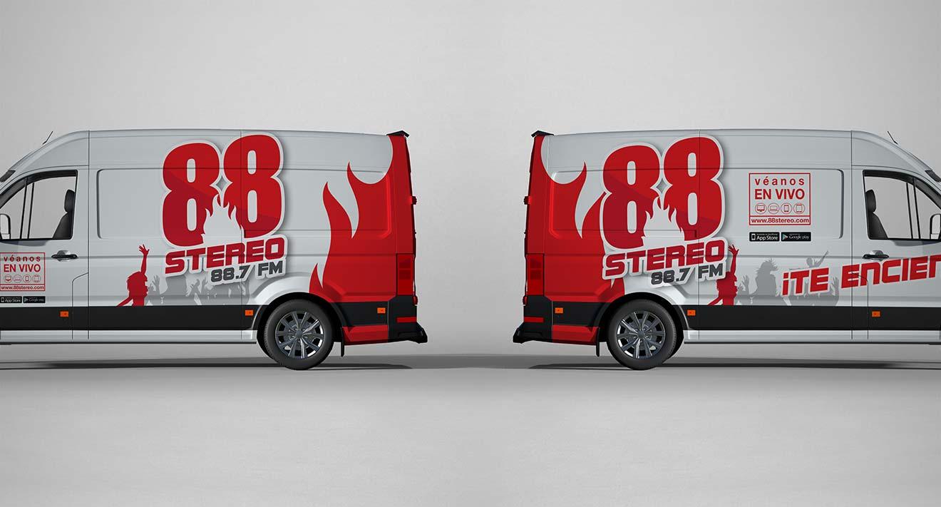 minivan rotulado logo 88 stereo
